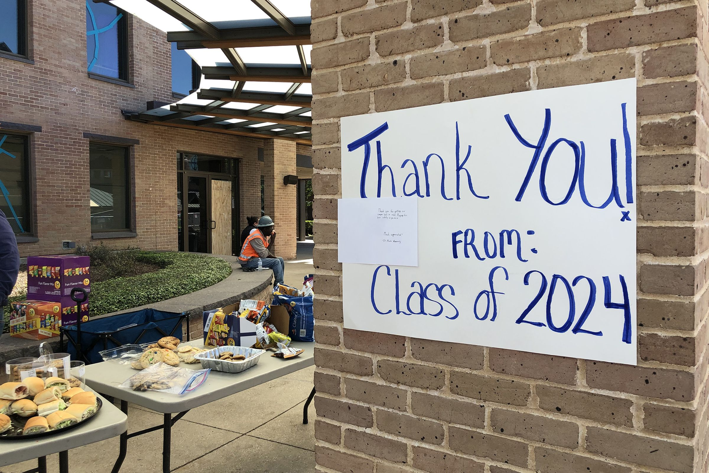 The Class of 2024 delivered lunch and homemade treats for campus workers on Sunday.