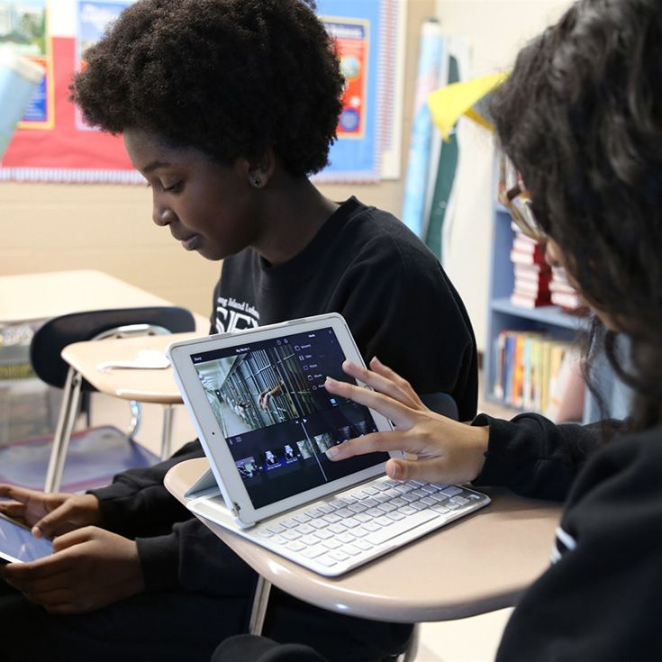 Students select their preferred device to use as part of the educational program each day. Students can choose from iPads, Chromebooks, Macbooks, or PC Laptops.