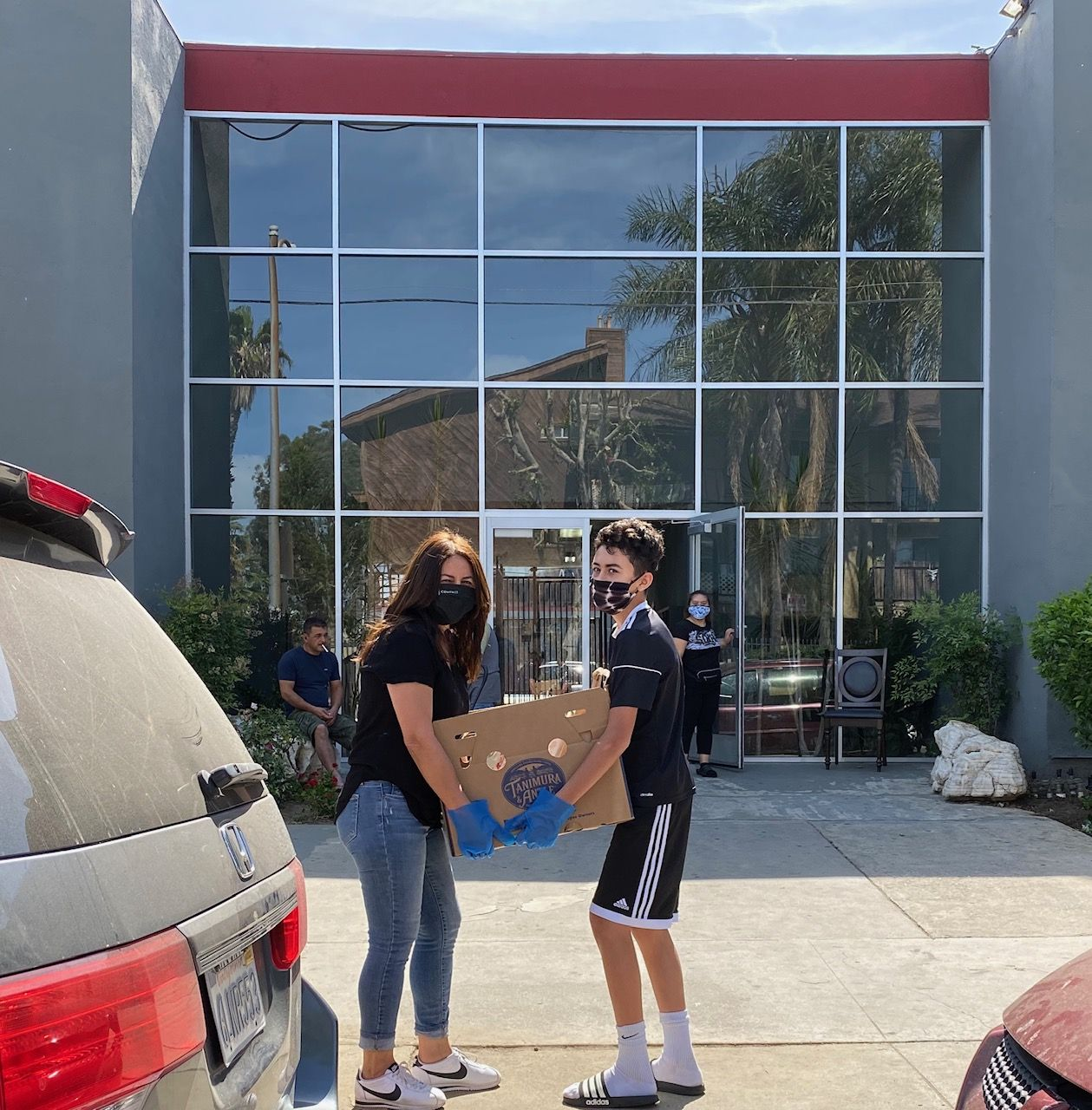 Beckham C. and his mom deliver food in Pacoima for Almas Prep and Chicas Mom