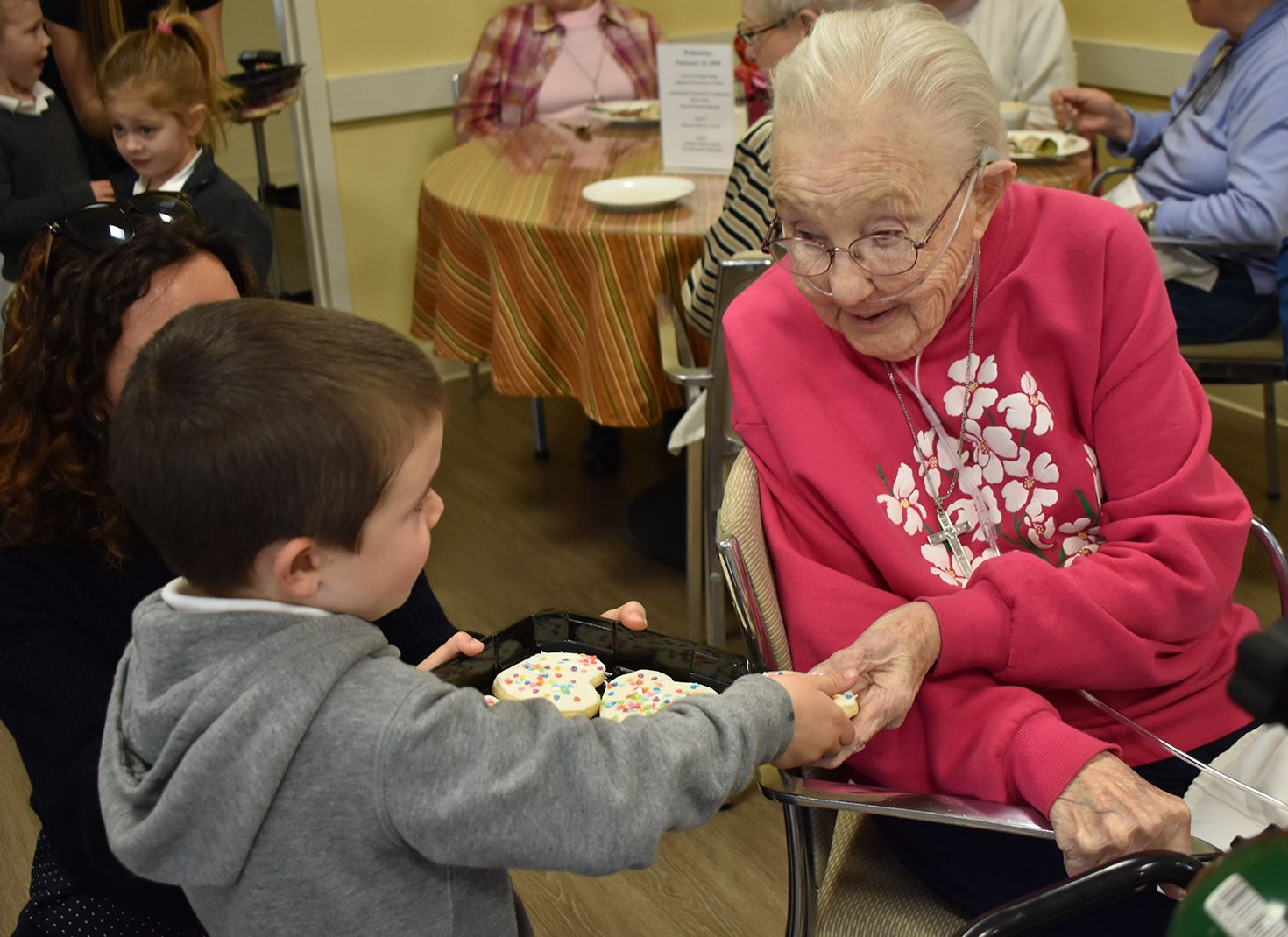 Preschoolers pass out cookies on Valentine's Day Sr. Be Mardel