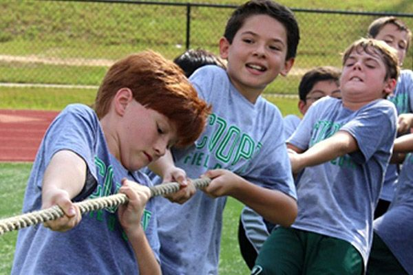 Middle School students participating in tug-of-war event at field day.