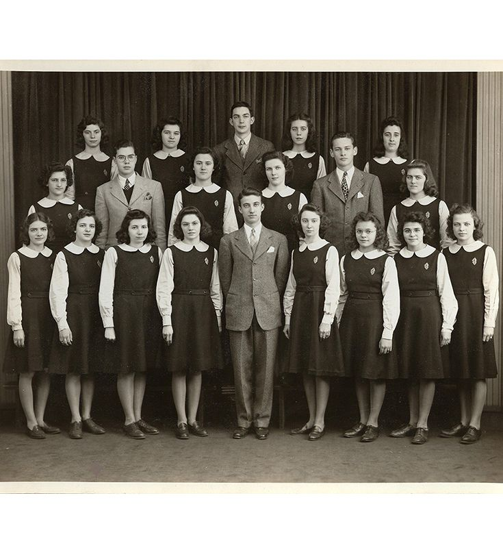 First graduating class of SEHS in 1944
