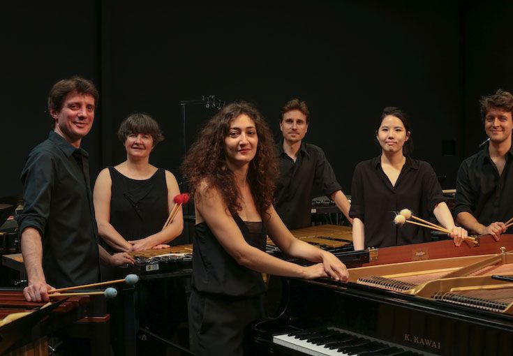 Les Percussions Claviers de Lyon bring together marimbas, vibraphones and xylophones, creating original rhythmic music as well as interpreting classics by Debussy, Ravel, and Bernstein.