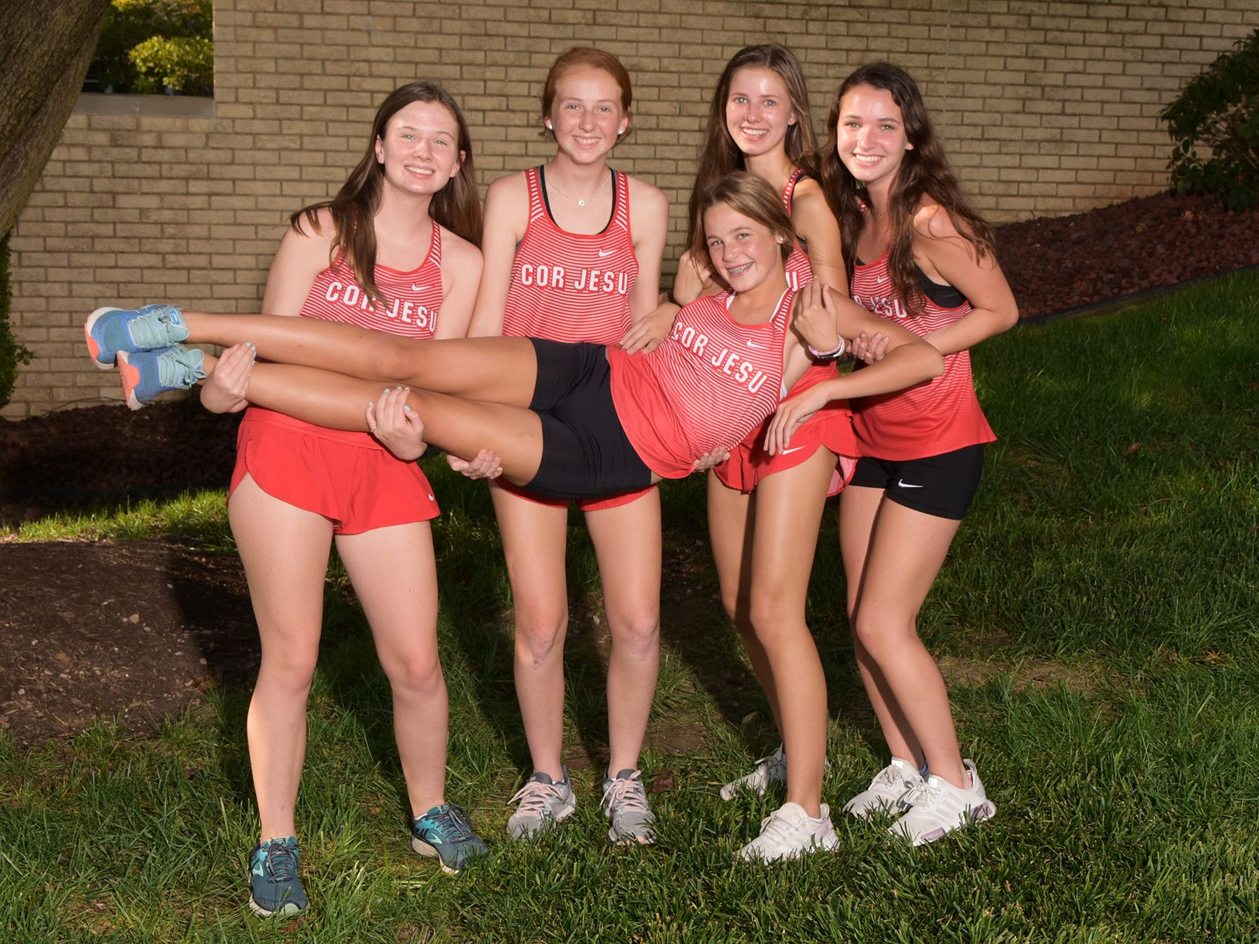 2019 Varsity Cross Country Runners