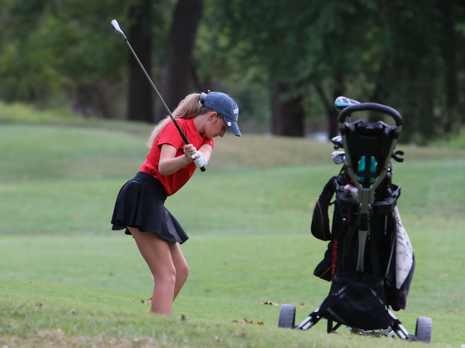 A CJ Golf player takes her shot