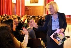U.S. Senator Kirsten Gillibrand '84 returned to Emma Willard to discuss her new book