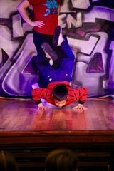 David A. '24 shows off his breakdancing moves!