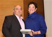 Selwyn House Board Chair Mike Avedesian presents the Speirs Medal to Minna Shulman.