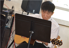 "Eun Kee ""James"" Kim '17 playing the guitar."