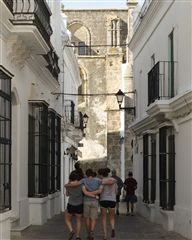 Friendships certainly have developed and have been strengthened over the course of a term in Spain.  Here we explore the narrow, winding, medieval streets of one of Andalucía's pueblos blancos, Vejer de la Frontera.