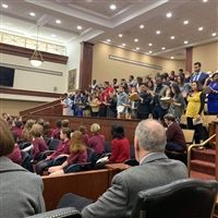 Photo of 4th grade Severn School students at the Baltimore courthouse