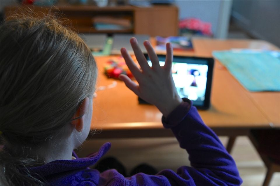A student raised her hand during a live video class meeting.