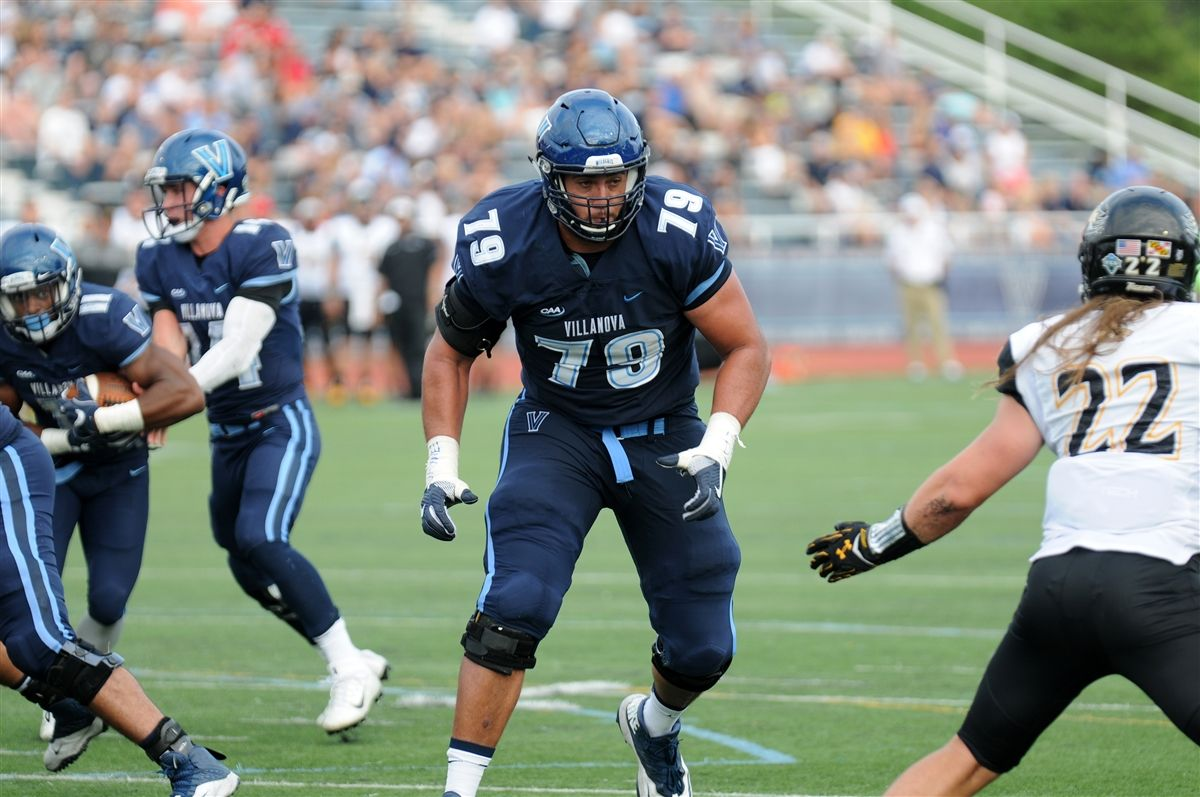 A Titan Choice: Brad Seaton '12 Heads to NFL