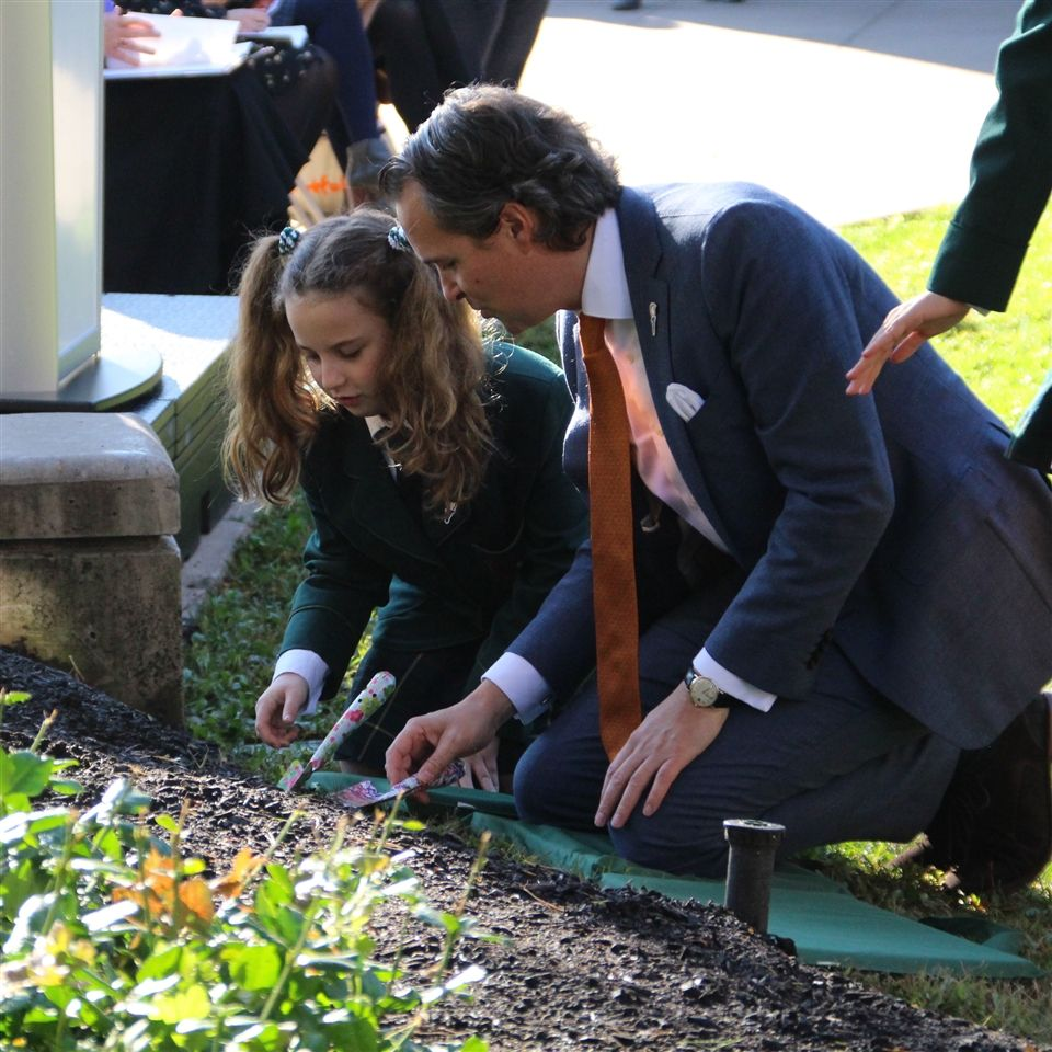 Tulip planting with Jorn Leeksma, Deputy Consul General of the Kingdom of the Netherlands.
