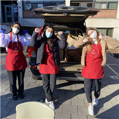 Grade 12 students Bianca, Sameena and Cate organized sandwich collection on November 28.