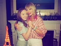 L-R: Rose Keating '21 and Taylor Swift