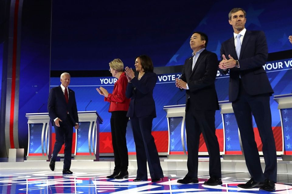 Democratic canidates introducing themselves at the first debate.