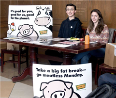 Sophie Sonnenfeld and Jack Kealey '21 advocate Meatless Mondays.