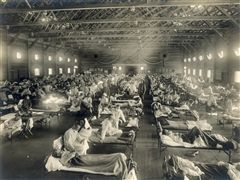 Soldiers on an emergency hospital ward at Camp Funston, Kansas.