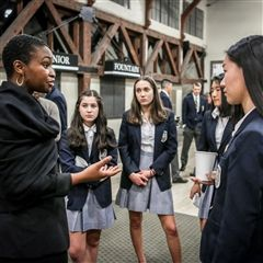 Maame Ewusi-Mensah Frimpong '93 speaks with students during Sophomore Career Evening on Feb. 11, 2018.