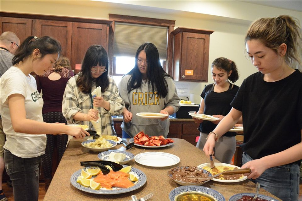French students made crêpes in Cardinal Cottage during Lab Days.
