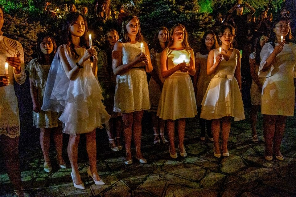 Seniors and servers gather in the Courtyard for the traditional Candlelight Ceremony. Photos: Manning Photography