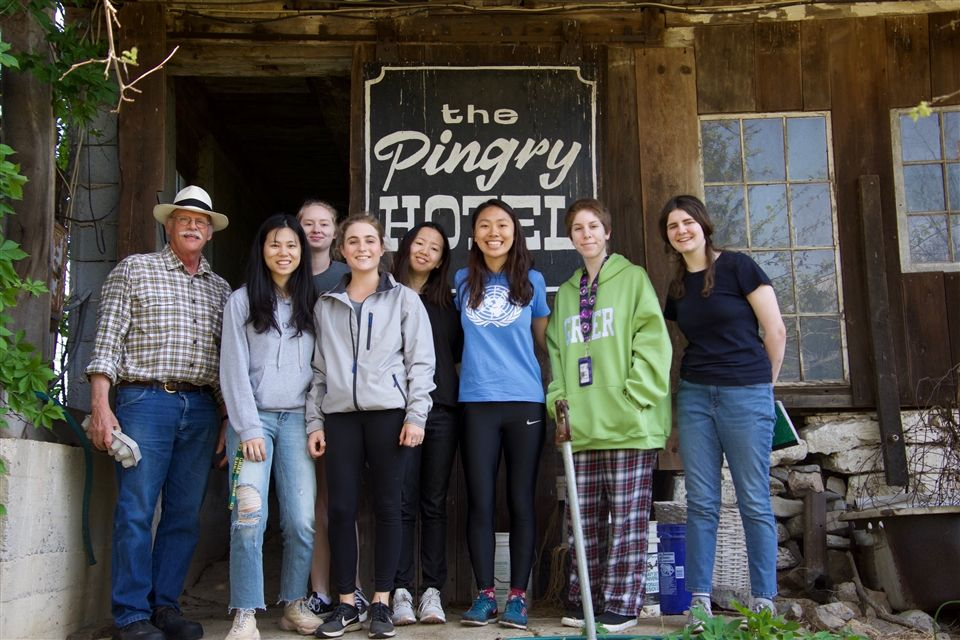 Advanced Ecosystem Design students visit the residence of Mr. Pingry.