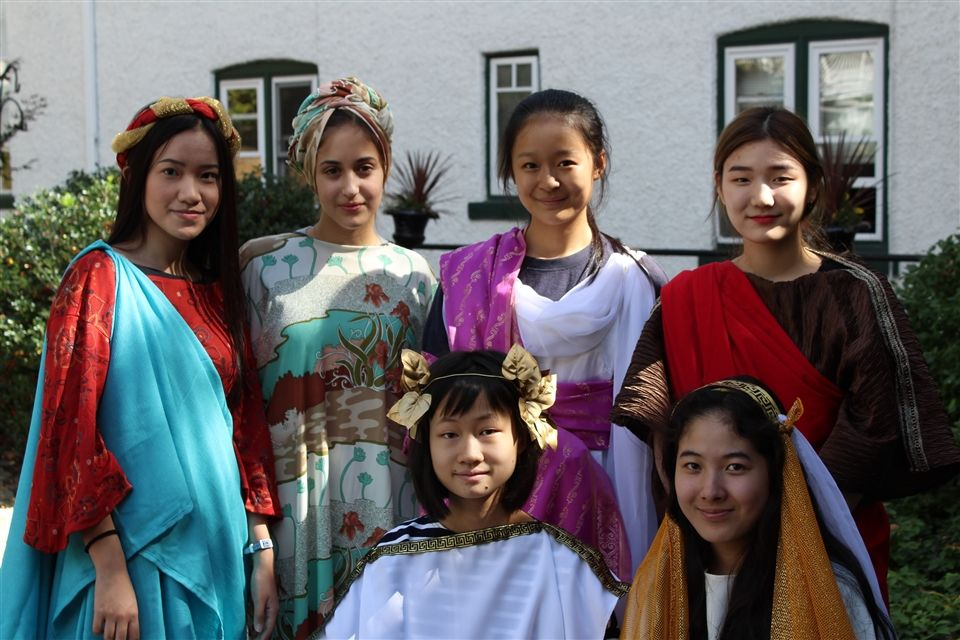 Art History students in Greco-Roman costume.