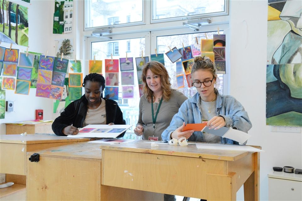Pastel artist Susan Nicholas helps students develop pastel and landscape techniques.