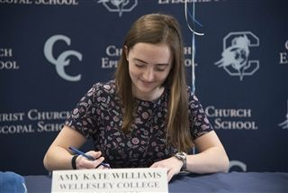 Amy Kate signs her letter of intent!
